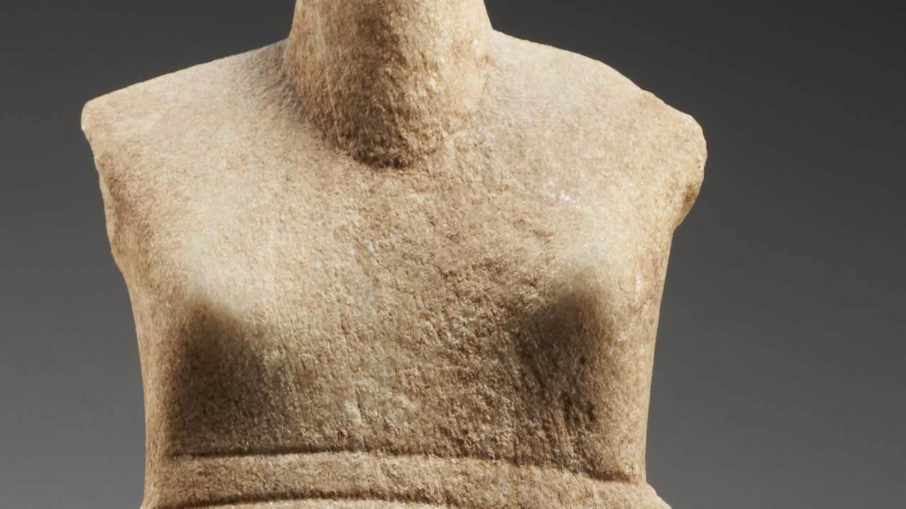 Détail idole cycladique
