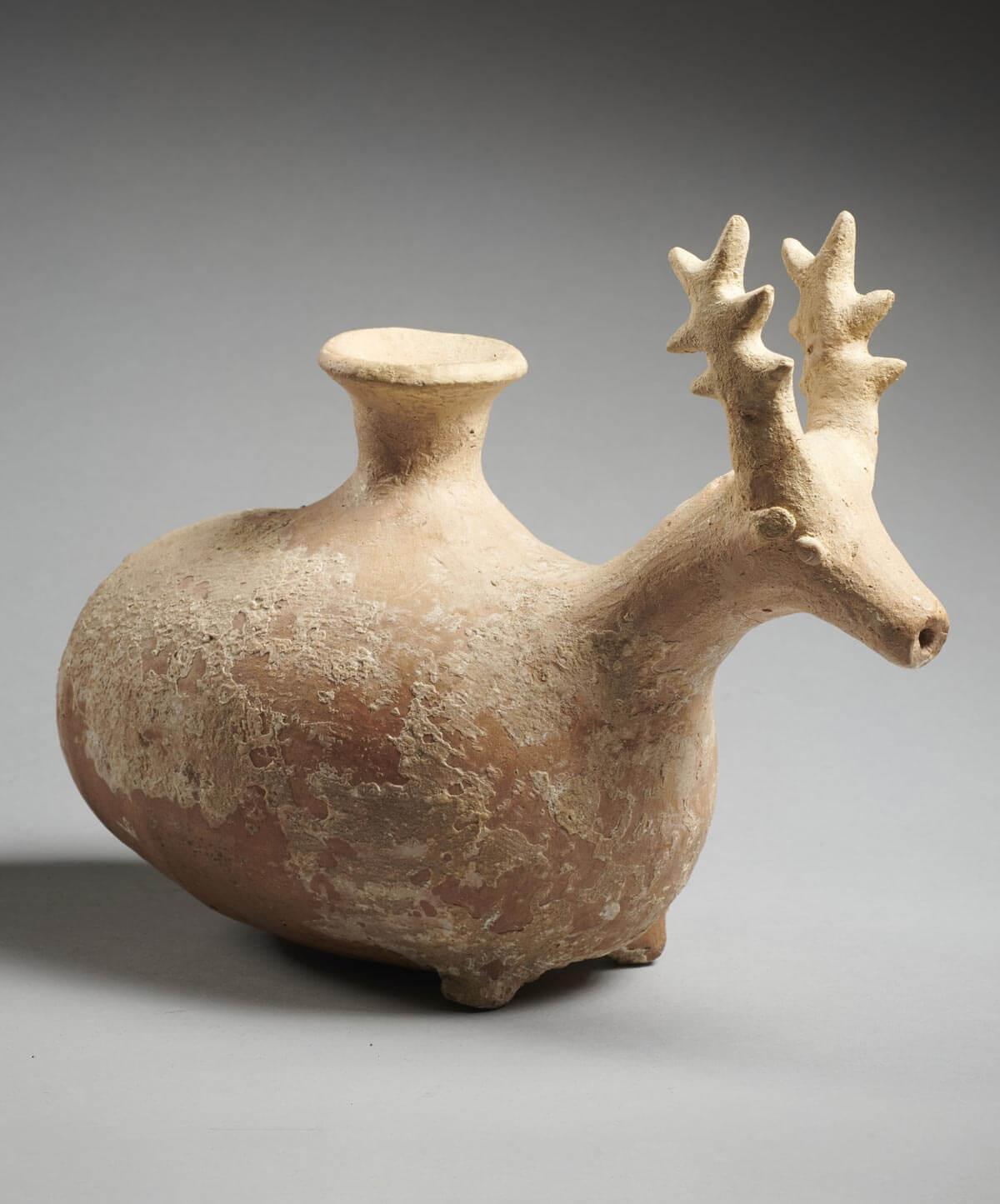 Vase libatoire en forme de cervidé